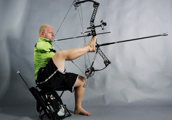 source : http://arthurkade.com/athletes/discovering-the-pride-of-america-with-inspirational-armless-archer-and-2012-para-olympian-matt-stutzman.htm