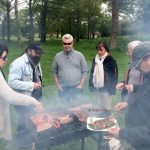 Archers autour du barbecue