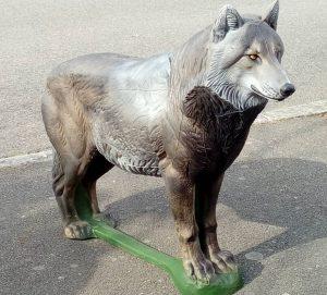 Loup debout